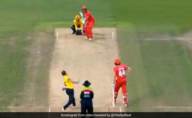 गेंदबाज ने डाली ऐसी रहस्यमयी गेंद, खड़ा रह गया बल्लेबाज, देखें VIRAL VIDEO