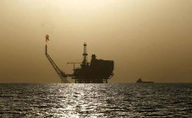 Oil up as US sanctions on Iran cloud supply outlook