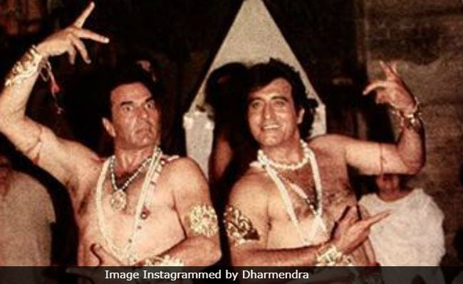 Dharmendra's Throwback Pic Featuring Co-Star Vinod Khanna Is Most Epic Ever