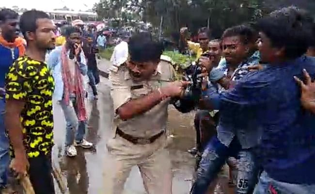 BJP Workers Thrash Policemen Near PM's Rally Venue At Bengal's Midnapore