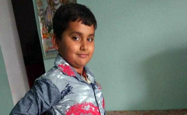नोएडा :  जेपी क्लासिक सोसायटी में बाउंड्री वॉल टूटी, 30 फिट नीचे बेसमेंट में गिर गया बच्चा