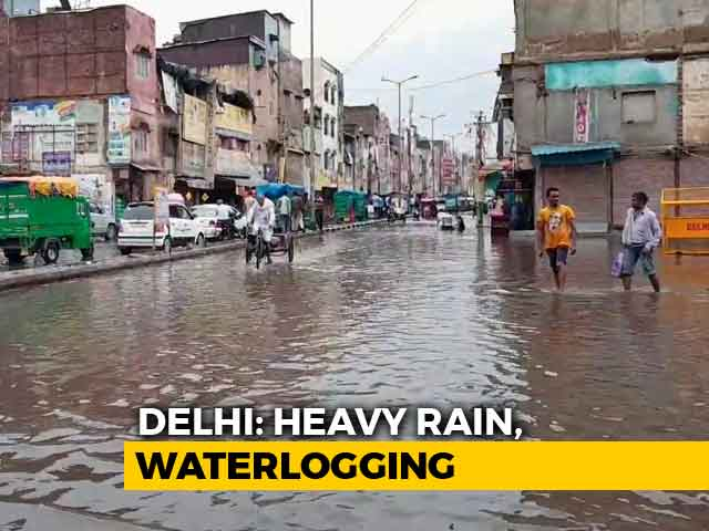 Video : As Heavy Rain Pounds Delhi, Roads Flooded, Waterlogging Hits Traffic