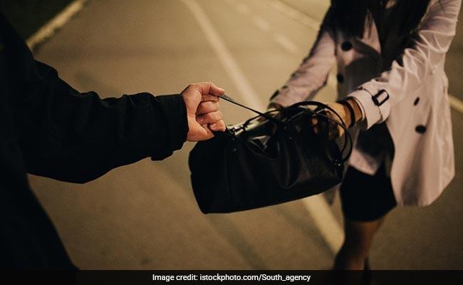 Girl Foils Snatching Bid In Delhi's Paharganj, Hands Accused To Police
