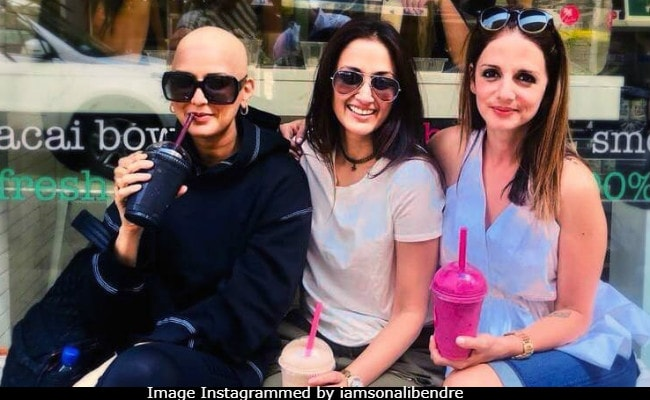 Happy Friendship Day 2018: Sonali Bendre, Battling Cancer, Posts 'Bald Is Beautiful' Pic With Sussanne Khan, Gayatri Joshi
