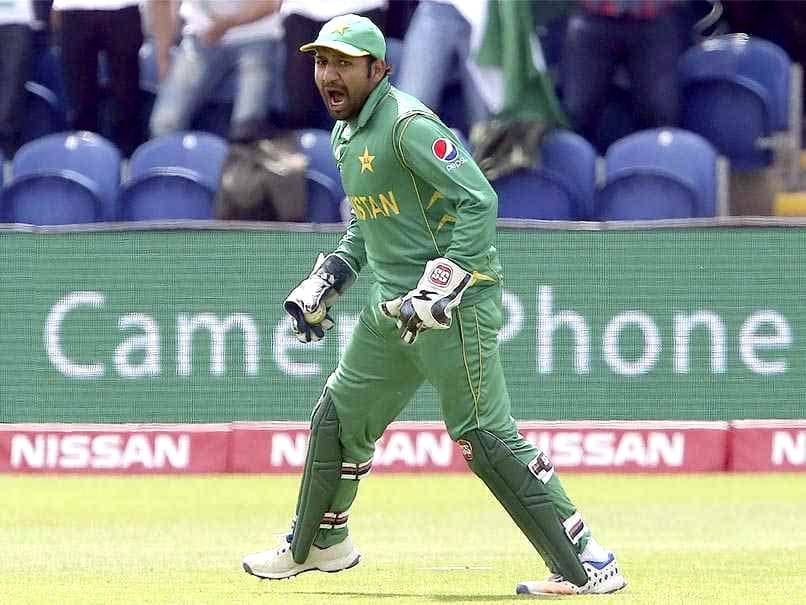 Pak vs Zim: Sarfraz Ahmed tries to copy MS Dhoni, gets hit for six