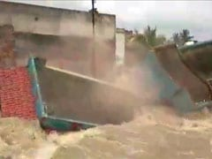 On Camera, House Collapses Into Flooded Canal Minutes After Evacuation