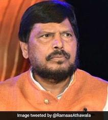 अठावले ने शरद पवार को महाराष्ट्र में सरकार बनाने का सुझाया नया फॉर्मूला, 'BJP में शामिल हो जाएं और...'