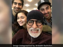 Amitabh Bachchan Treats Team <i>Brahmastra</i> To <i>Samosa-Vada Pav</i> Feast In Bulgaria