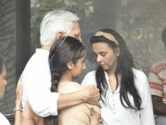At Sujata Kumar's Funeral, Daughter Kritika And Sister Suchitra Krishnamoorthi Perform Final Rites