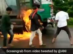 VIDEO :  'स्वाभिमानी शेतकारी संगठन' कार्यकर्ताओं ने मालेगांव में ट्रक को आग लगाई, ट्रक ड्राइवर बाल-बाल बचा
