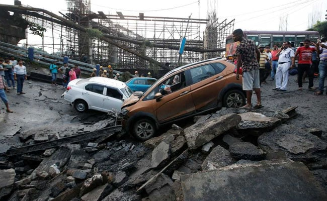 'We Heard A Loud Bang, A Portion Of Majerhat Bridge Caved In': Eyewitness