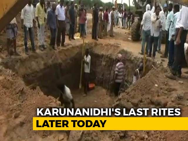 Video : Preparations On At Marina Beach For Karunanidhi's Funeral