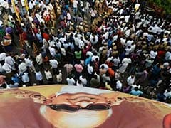 3,500 Sq Feet for Jayalalithaa, Not Even 6 Feet For Karunanidhi, Asks DMK