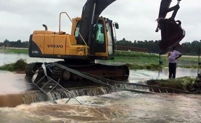 केरल में भारी बारिश से अब तक 67 लोगों की मौत, कोच्चि एयरपोर्ट शनिवार तक बंद, कई इलाकों में रेड अलर्ट जारी