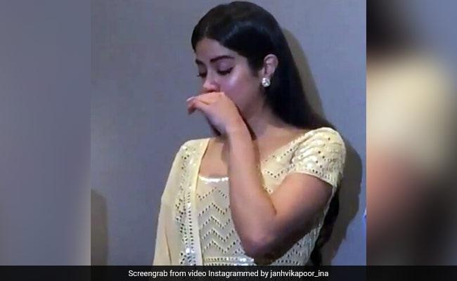 Video: श्रीदेवी की याद में इमोशनल हुई जाह्नवी कपूर, 'मिस्टर इंडिया' की स्क्रीनिंग पर रो पड़ी...