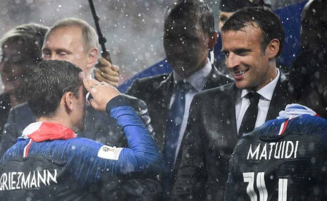 Paul Pogba gets French President Macron to dab