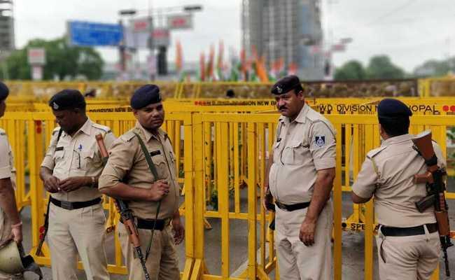 इंदौर : पुलिस की सुरक्षा में दलित दूल्हे ने किए भगवान राम के दर्शन