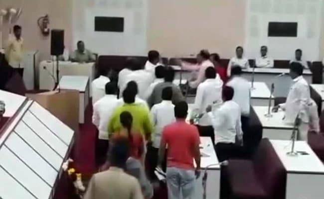 औरंगाबाद : वाजपेयी के श्रद्धांजलि प्रस्ताव का विरोध करने के लिए एमआईएम पार्षद गिरफ्तार