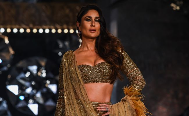 444aa7edd6 Kareena Kapoor walks the ramp for Falguni and Shane Peacock's show at India  Couture Week 2018