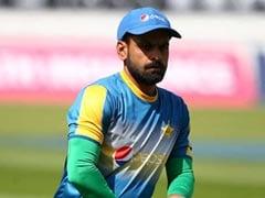 पाकिस्तान के क्रिकेटर मोहम्मद हफीज से एक फैन ने पूछा संन्यास के बारे में सवाल तो मिला यह जवाब..