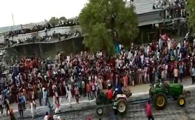 राजस्थान : श्रीगंगानगर में ट्रैक्टर प्रतियोगिता के दौरान टीन शेड गिरा, 17 लोग घायल