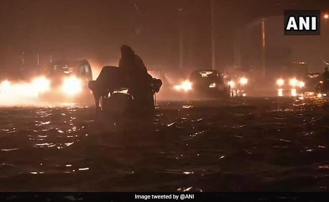 Weather Report : दिल्ली-एनसीआर के कई इलाकों में तेज बारिश, जानें अपने राज्य का हाल