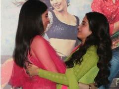 Trending: Janhvi Kapoor's <i>Dhadak</i> Day Made Special By Sister Khushi's <i>Zingaat</i> Moves