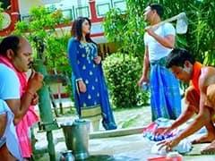 आम्रपाली दुबे ने झन्नाटेदार सवाल के जवाब में निरहुआ ने 'स्वच्छ भारत' का फावड़े से यूं बनाया मजाक, वायरल हुआ Video