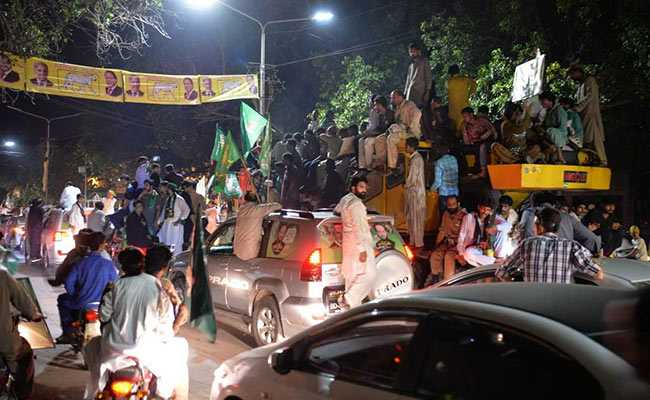 50 Injured As Nawaz Sharif's Supporters Clash With Police In Lahore