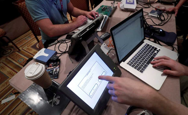 Hackers At United States Convention To Hunt For Election System Bugs