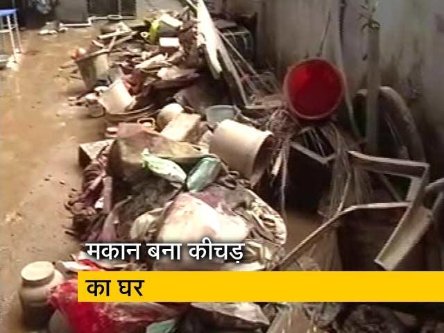 Videos : केरल बाढ़: घरों को लौट रहे लोग, अब सफाई के लिए जद्दोजहद