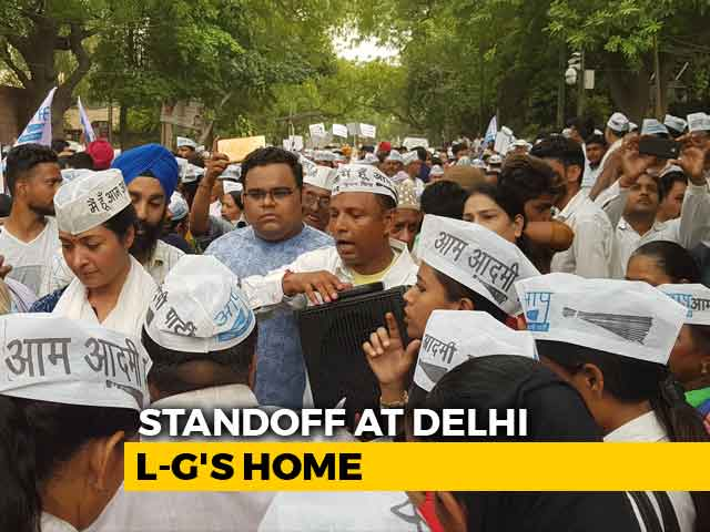 Video : AAP Holds Massive Protest Outside Lt Governor's House