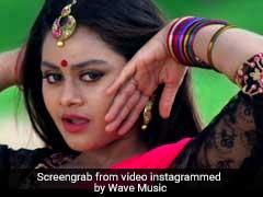 प्रिया प्रकाश की तरह इस एक्ट्रेस ने भी मारी आंख, इंटरनेट पर लोग हुए दीवाने... देखें वीडियो