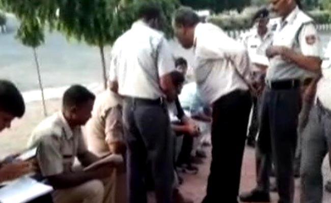 यूपी: आगरा-लखनऊ एक्सप्रेसवे पर तेज रफ्तार रोडवेज बस ने 9 छात्रों को कुचला, 7 की मौत