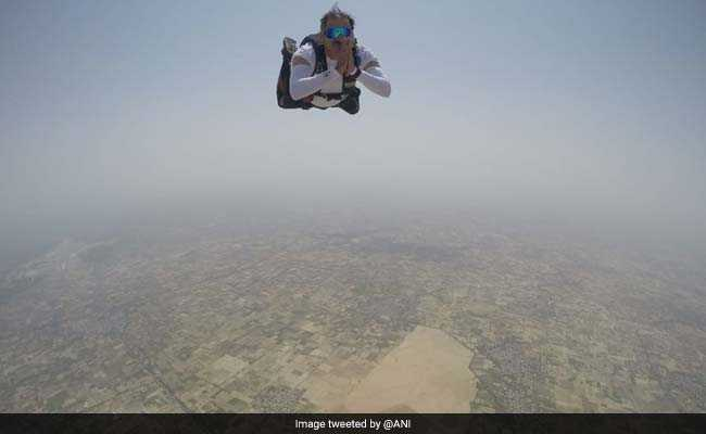 Air Force Officers Jump Out Of The Plane, Perform Yoga At 15,000 Feet