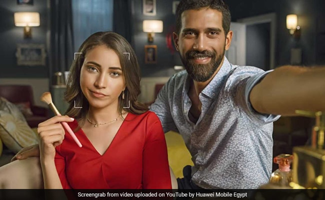 Huawei Trolled For Using DSLR Photos To Fake Smartphone Selfies