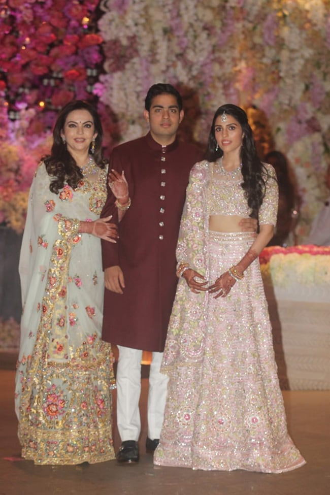akash amabni shloka mehta engagement family 650