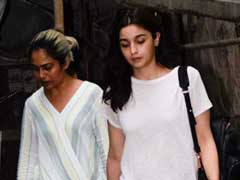 Alia Bhatt's Love For Ripped Jeans Knows No Bounds