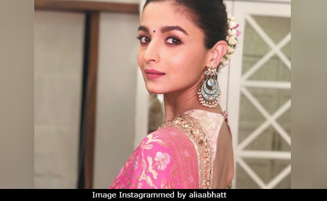 Alia Bhatt's Pink And Gold Saree Look A-Okayed By Neetu Kapoor With Just An Emoji