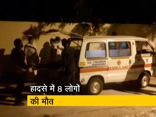 Videos : आंध्र प्रदेश के चित्तूर ज़िले से तमिलनाडु जा रहा आमों से लदा ट्रक पलटा, 8 की मौत