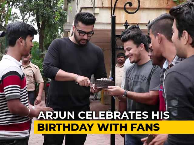 Arjun Kapoor With His Fans On His Birthday