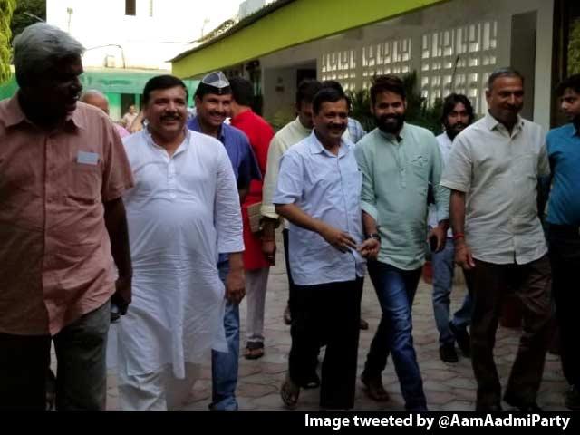 Video : Arvind Kejriwal Leaves Lt Governor's House, Delhi Deadlock Ends