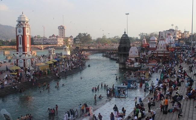 हरिद्वार कुंभ : शाही स्नान से पहले साधुओं ने दिखाए भस्म स्नान के करतब, देखें- VIDEO