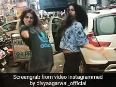 दिल्ली की सड़कों पर जब अचानक नाचने लगीं ये टीवी एक्ट्रेसेस, ट्रैफिक देख भी नहीं थमे पैर; Video Viral