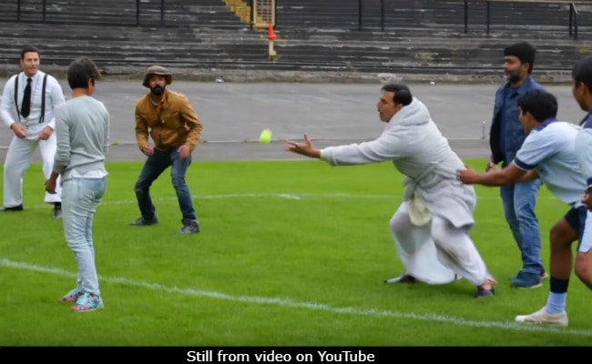 अक्षय कुमार की 'गोल्ड' का आया Making Video, हॉकी नहीं कंचे, क्रिकेट और फुटबॉल भी खेला.. देखें Video