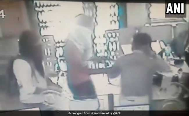 Daylight Robbery In Rajasthan Bank. Masked Men Loot Over Rs 2 Lakh. Watch