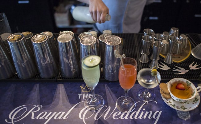 'Markle Sparkle' And Cake Shots: Bar Channels Royal Wedding Spirit