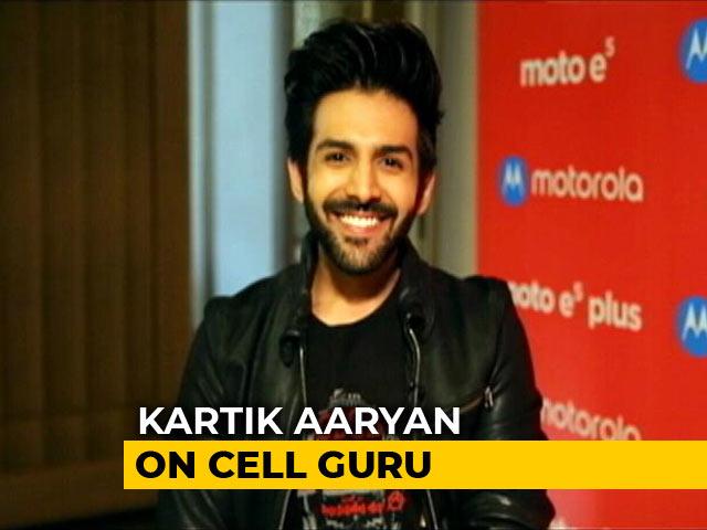 Video : Meet Kartik Aaryan and the Moto E5 Plus