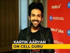 Meet Kartik Aaryan and the Moto E5 Plus