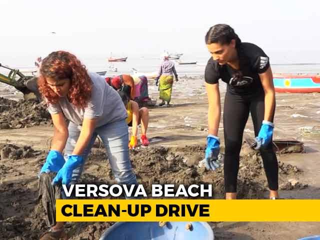 Anusha Dandekar & Saiyami Kher Join 'Versova Clean-Up Drive'